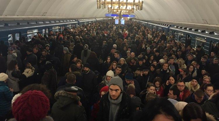 Движение поездов в петербургском метро восстановили после сбоя