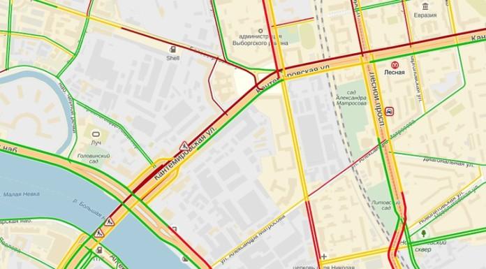 Движение машин по Кантемировскому мосту ограничили незаконно