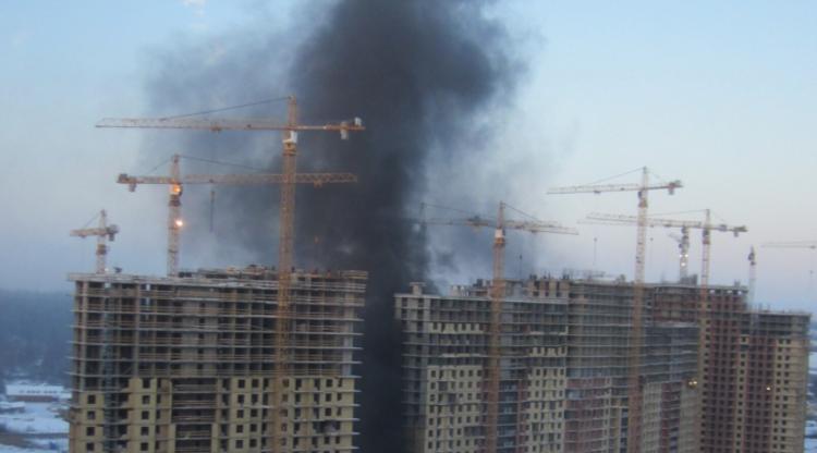 На Парнасе случился пожар на строительной площадке