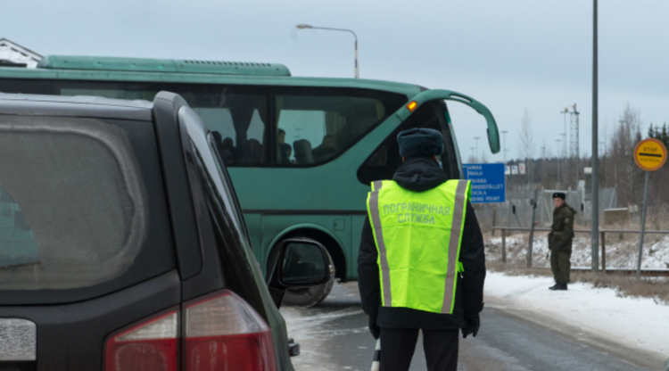 Автобусы стоят на границе России и Финляндии более 10 часов