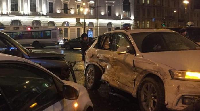 В ДТП на Невском проспекте пострадали два человека