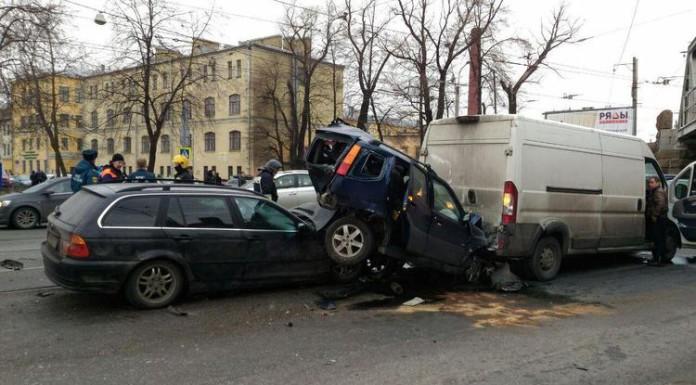В массовой аварии на Лесном проспекте погиб один человек