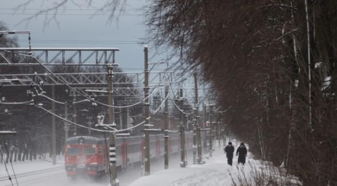 В Петербурге два человека попали под электричку