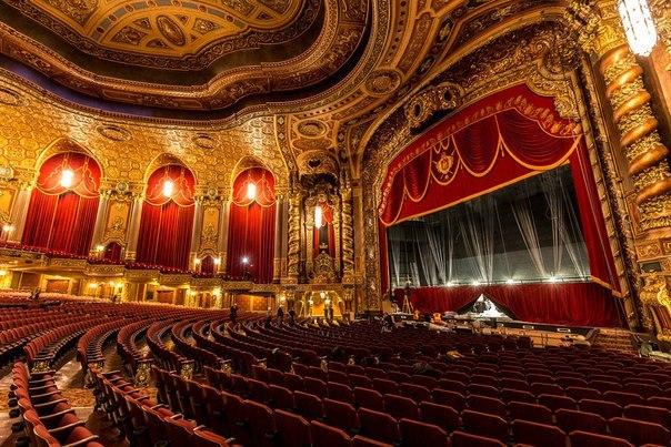 Как сходить в знаменитые театры с большой скидкой?