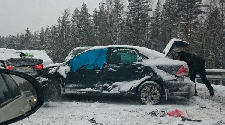 На Новоприозерском шоссе образовался затор из-за ДТП с 18 машинами