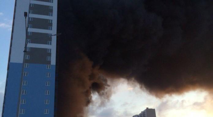 Спасатели потушили пожар на стройплощадке в Купчине