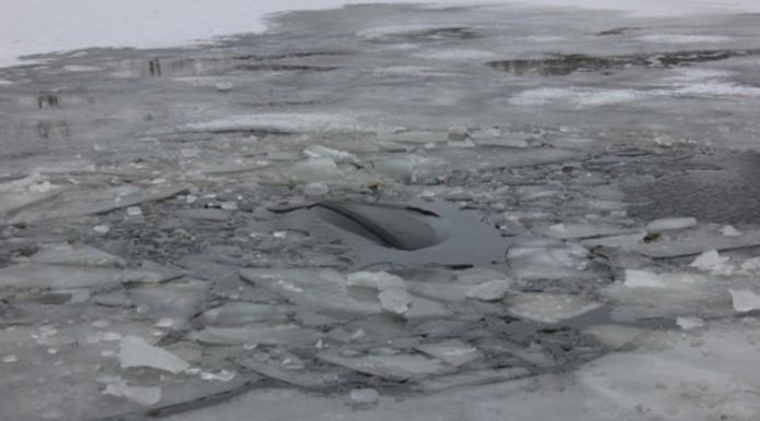 На водителя провалившейся под лёд машины завели дело