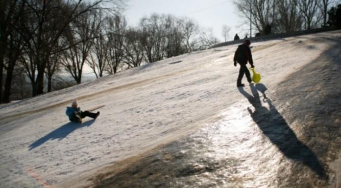 В Рыбацком ребёнок провалился под лёд Невы