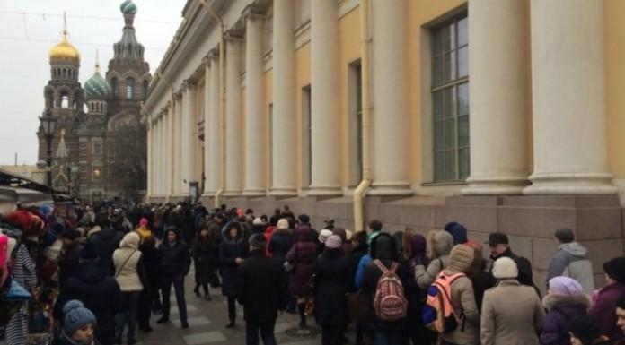 На выставку Бакста в Русском музее скопилась стометровая очередь