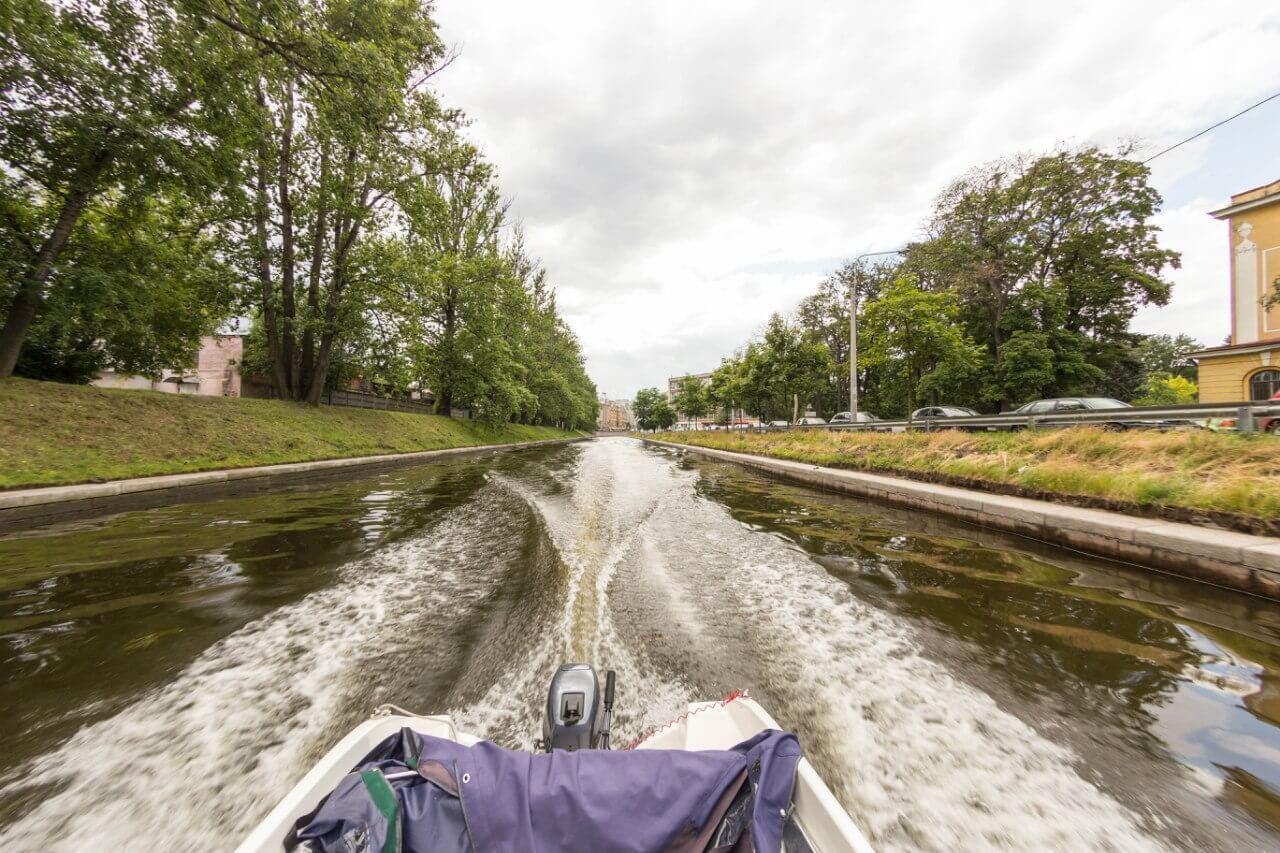 Аренда прогулочного катера в Санкт-Петербурге